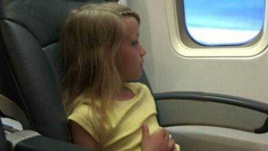 Foto de Criança viaja sozinha na classe econômica enquanto mãe vai na 1ª classe
