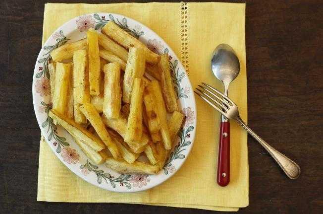 Mandioca assada mais crocante que a frita
