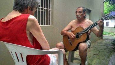 Marido faz serenata todos os dias para mulher que enfrenta o Alzheimer