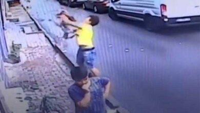 Adolescente salva criança caindo de janela do 2º andar de prédio na Turquia
