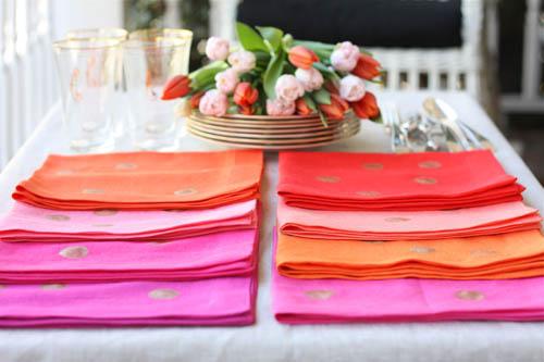 Guardanapo de tecido deixa as refeições mais especiais (Foto: designmom.com)