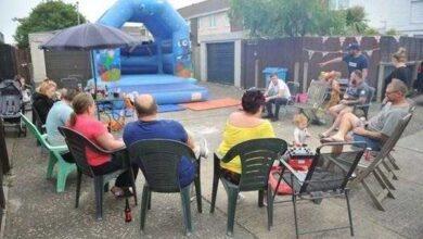 Vizinhos fazem churrasco para comemorar mudança de vizinha problemática
