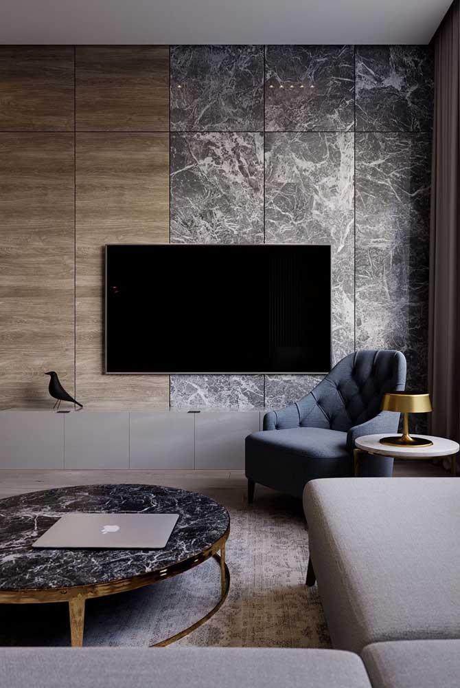 A sala de TV pequena com sofá de canto tem seu charme.