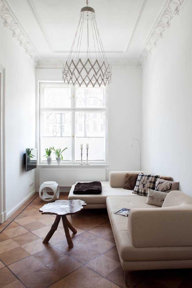 Aposte nas cores claras para deixar a sala de TV mais ampla.