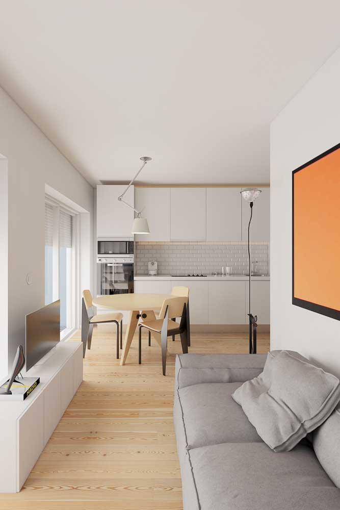 Qualquer cantinho é possível montar uma sala de TV pequena.