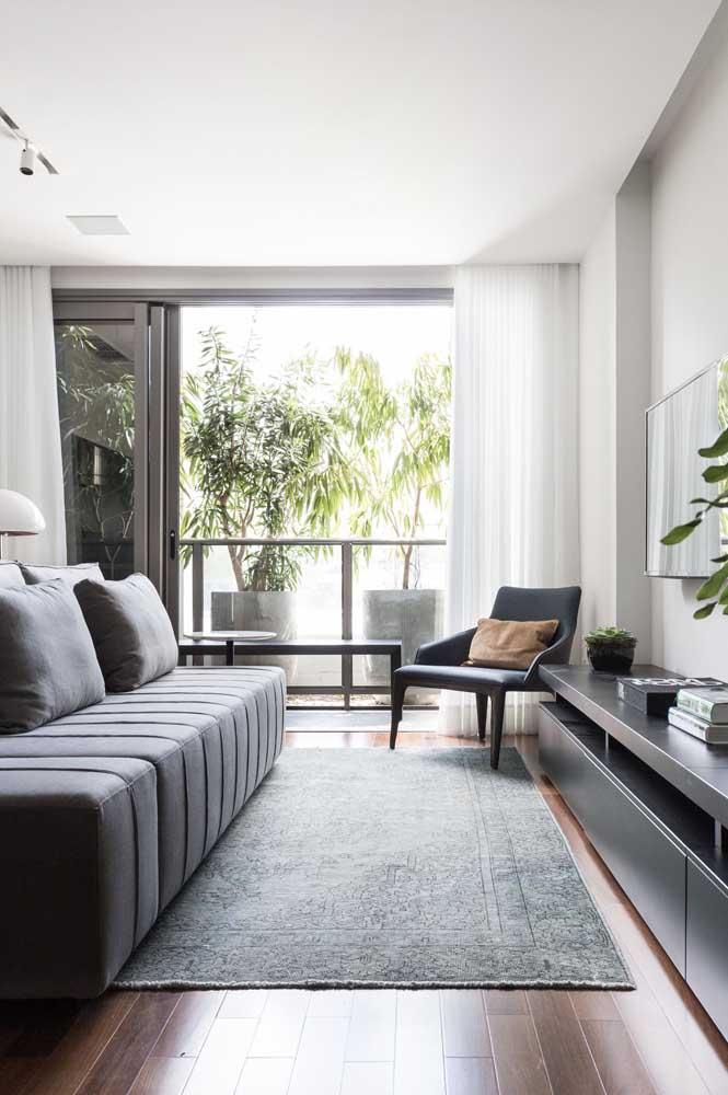 Que tal aproveitar a luz natural na sala de TV pequena?