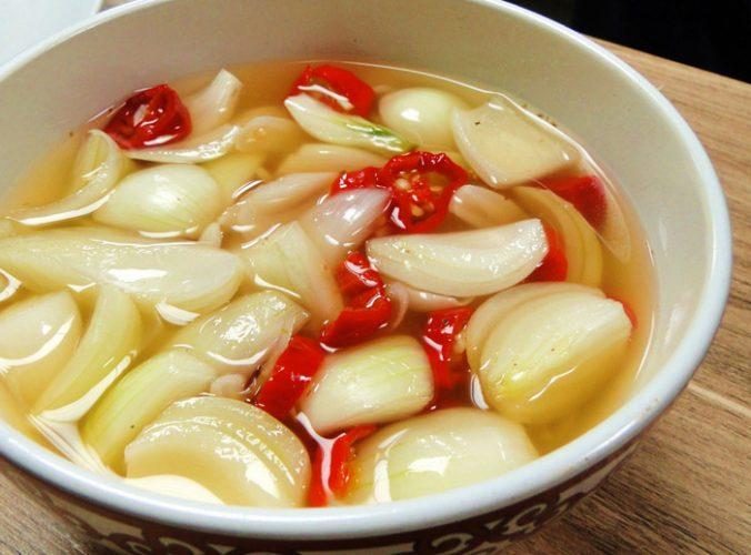 Como fazer conserva de cebola