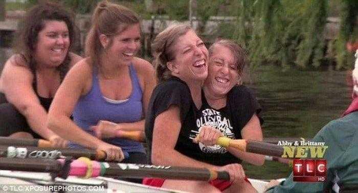 """1592532966 262 Como estao as irmas siamesas mais famosas do mundo """"Abby Como estão as irmãs siamesas mais famosas do mundo: """"Abby e Brittany"""""""