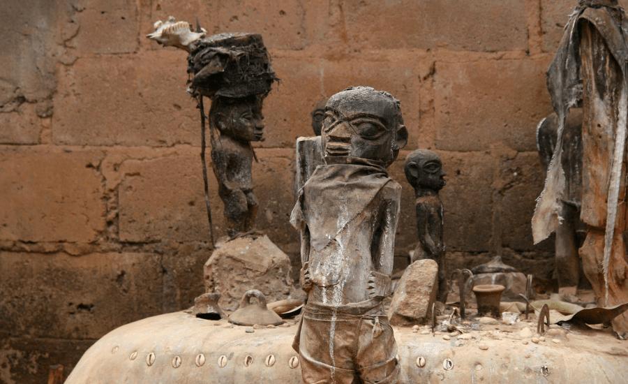 24 rituais bizarros que farão você questionar sua existência no mundo