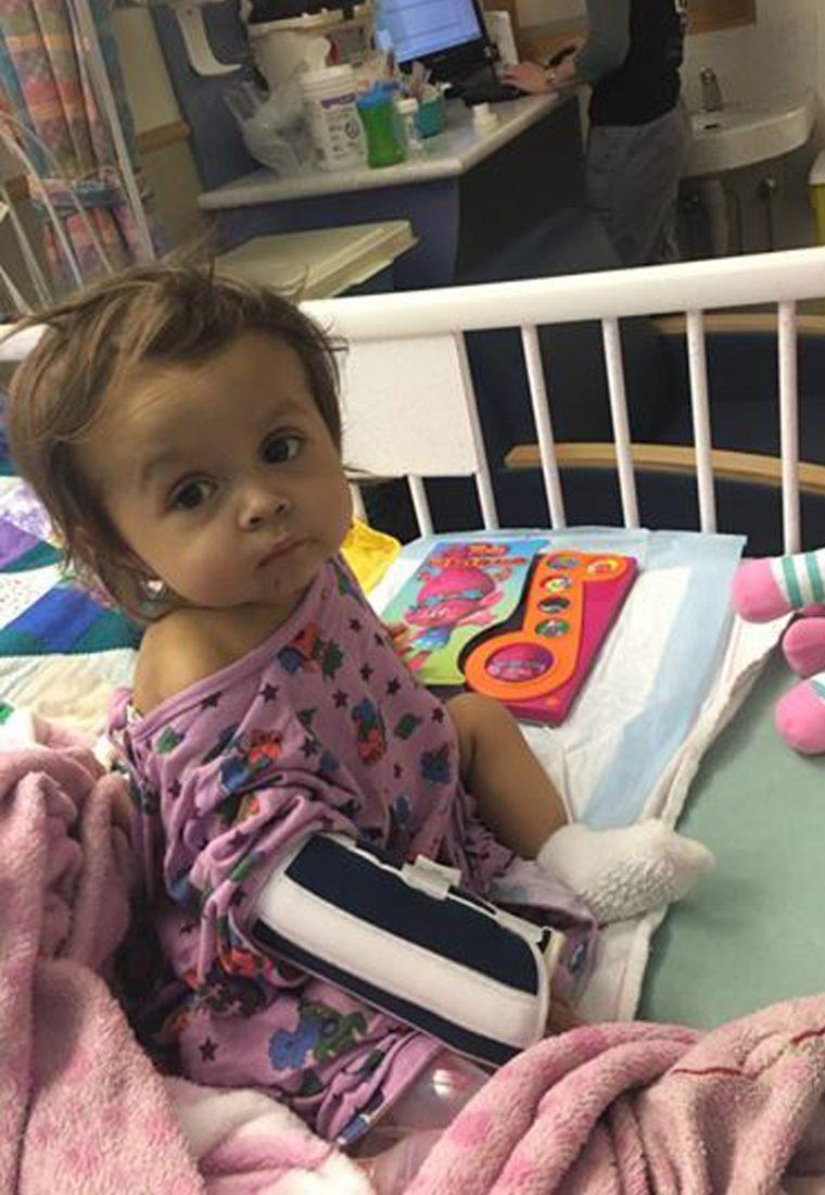 talia - Garota de 22 anos foi contratada para cuidar desse bebê durante 3 semanas