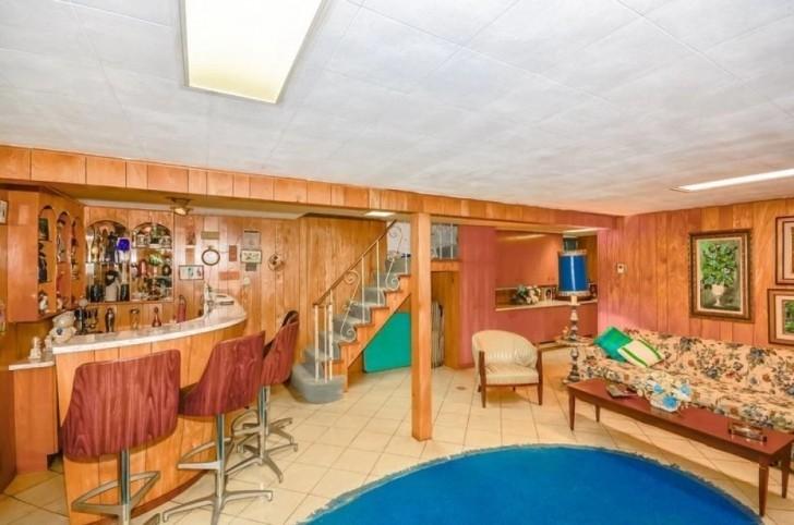 14667 13 - Uma senhora de 96 anos quer vender sua casa. O corretor não acredita no que encontrou dentro