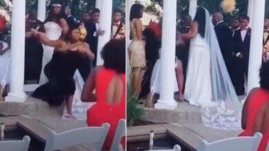 Foto de Casamento vira barraco após mulher subir ao altar dizendo estar grávida do noivo; madrinha parte para porrada