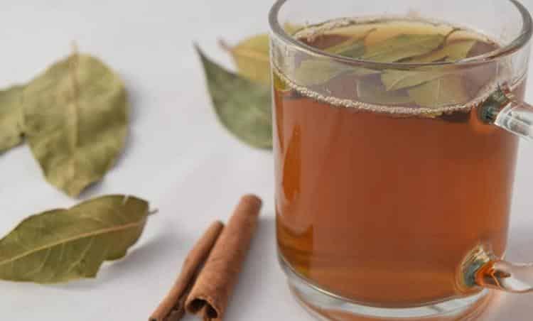 Chá de louro com camomila