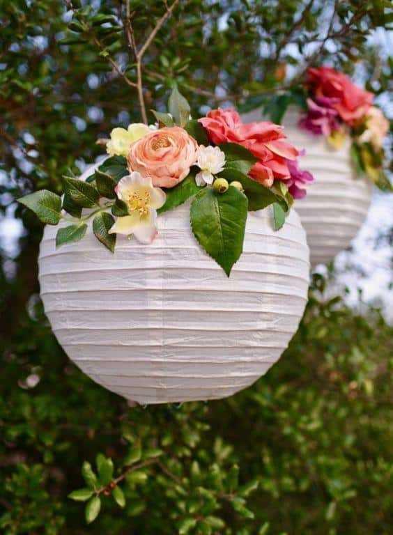 Como decorar lanterna japonesa com flores