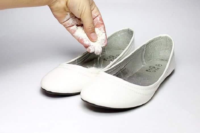 5 truques para eliminar o mau cheiro dos sapatos rapidinho