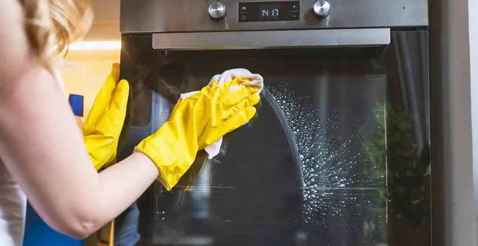 7 Dicas Para Limpar o Vidro do Forno e Deixá-lo Brilhando