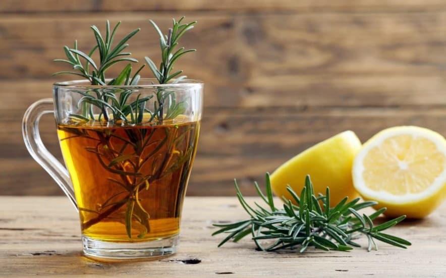 Chá de alecrim com limão: acelera o emagrecimento e controla a ansiedade